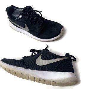 Nike Black Silver Roushe Tennis Shoe Sneakers